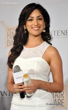 Yami Gautam Actress Photos Stills Gallery Indian Bollywood Actress, Bollywood Girls, Indian Film Actress, Beautiful Indian Actress, Bollywood Actors, Indian Actresses, Beautiful Actresses, Beautiful Gorgeous, Beautiful Saree
