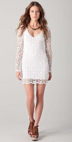 Vestido Branco de Crochet XV- White crochet dress with a simple circle diagram.