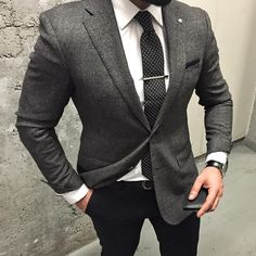 «Happy weeks⚫️⚪️ @menwithclass @mensuitstyle @mensfashionpost @mensfashions @mensuitsteam @fashiorismo @beautifulmenswear @bestofmenstyle…»
