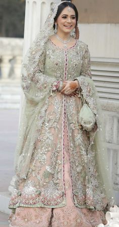 Choose the bride wearing I live You will find different rumors about the real history of the wedding dress; Dress Brukat, Walima Dress, Shadi Dresses, Pakistani Formal Dresses, Pakistani Wedding Outfits, Pakistani Wedding Dresses, Pakistani Dress Design, Desi Wedding Dresses, Asian Wedding Dress
