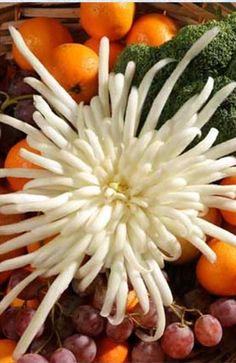 How to Make Beautiful Cabbage Flower Bouquet - DIY Tutorials Fruit And Vegetable Carving, Veggie Tray, Cabbage Flowers, Casket Flowers, Cucumber Canning, Flower Bouquet Diy, Crock Pot Desserts, Chrysanthemum Flower, Food Garnishes