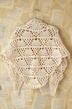 MyPicot Shawl Begin to crochet this shawl from 8 shells. Each row of shells smaller for 1 shell than previous. So at the end, when you crochet 8 rows of shells, you will get a triangle. Then crochet 7 chains and dc/sc over the edges of the shawl. Poncho Crochet, Crochet Motifs, Crochet Shawls And Wraps, Crochet Scarves, Crochet Clothes, Free Crochet, Crochet Patterns, Crochet Top, Crochet Sweaters