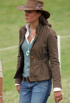 Kate Middleton, better casual o princess style?