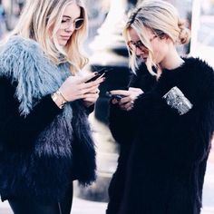 Messy blonde hair, all black outfit and fake fur. Street Style.