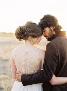 25 Best Hairstyles for a Fine Art Bride | Wedding Sparrow | Brittany Mahood Photography