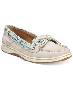 The Sperry Top-Sider Angelfish boat shoes have all the classic quality and details of the preppy chic favorite with the updated appeal of new finishes and colors. Sperry Top Sider Shoes, Sperry Shoes, Shoes Heels Boots, Boat Fashion, Fashion Shoes, Cute Shoes, Me Too Shoes, Boat Shoes Outfit, Sperry Top Sider Angelfish