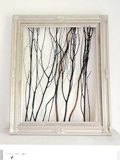 Como fazer um enfeite original com galhos secos e uma moldura antiga, que deixa a peça com cara de quadro. Artesanato criativo, de baixo custo e com reutilização de materiais.