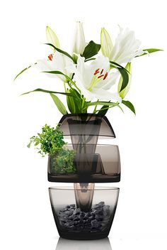 Chinese industrial designer Leo Yui designed a multi-purpose stackable vase meant to have a life after the flowers have wilted.