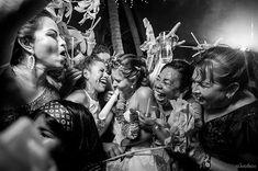 Awesome Friday night to everyone!  . . Nabi&Luis wed Puerto Escondido Feb 2018 . Wed.Planner: @bodas_puertoescondido_pechef . .  #TGIF #PartyHard #SmashTheBride #destinationwedding  #weddingphotography #weddingphotographer #bride #fiesta #party #Boda #bodascommx #desmadre #reception #Wedding #photography #fotografo #Canon #Canonphotography  #AlexKrotkov #PuertoEscondido #Mexico