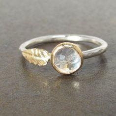 Rose Cut Moonstone Leaf Stack Ring 14k Gold and por LilianGinebra