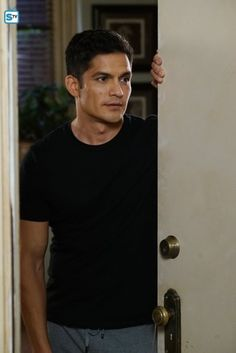 Nicholas Gonzalez in Pretty Little Liars Good Doctor Series, Serie Doctor, Eric Evans, The Good Dr, Watch Pretty Little Liars, Medical Series, American Actors, Handsome Boys, Favorite Tv Shows