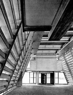 JA+U : Izumo Administration Building by Kiyonori Kikutake © Shinkenchiku-sha
