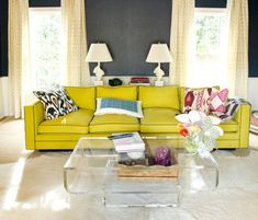 21 Chic Acrylic Coffee Tables & Their Stylish Versatility