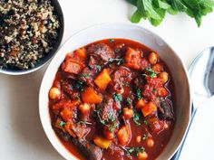 Marokkansk chiligryte | Godt.no Couscous, Ratatouille, Quinoa, Food And Drink, Eat, Healthy, Ethnic Recipes, Inspiration, Chili Con Carne