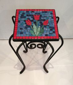 Beautiful tulip mosaic table top. Great idea with matching red border. #mosaic