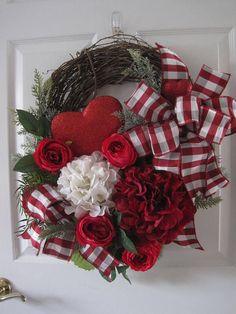 Valentine Wreath Big Red Heart Red Roses Hydrangeas Red #valentinerose