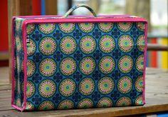 Mala Vintage dobrável Material: Nylon polyester Dimensões: Comp x Larg x Espessura (cm).  49 x 33,5 x 15 Para informações ou encomendas enviar msg privada ou e-mail para timdesign3@gmail.com ----------------------------- Bag Vintage folding  nylon polyester Dimensions : Leng x thickness x lang (cm ) . 49 x 33.5 x 15 For more information or orders send private msg or email to timdesign3@gmail.com