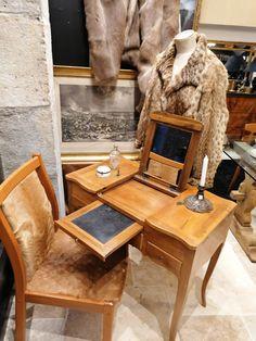 Coiffeuse style Louis XV époque 18ème en noyer. Style Louis Xv, Dining Chairs, Interior, Furniture, Design, Home Decor, Drown, Lowboy, Home Ideas