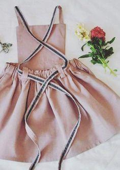 Girls Handmade Linen Pinafore Dress oysterandmoss on Etsy - Baby Girl Outfits Fashion Kids, Little Girl Fashion, Little Girl Clothing, Kids Clothing, Clothing Stores, Trendy Fashion, Robe Pinafore, Pinafore Dress Pattern, Girls Pinafore Dress