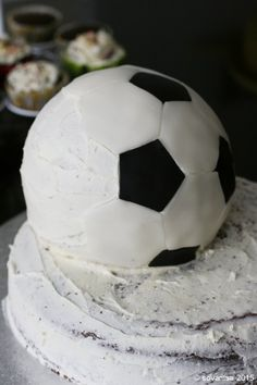 sovanisa: how to make a soccer ball cake