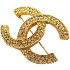 Pre-owned Auth Chanel Coco Broach Metal/rhinestone Gold Brooch Cc Logo (4,140 EGP) ❤ liked on Polyvore featuring jewelry, brooches, accessories, none, pre owned jewelry, gold brooch, gold jewellery, yellow gold jewelry and chanel brooch