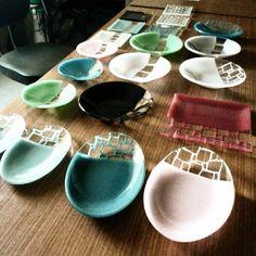 涼しげでジオメトリーな美しさ「 #サブロウガラス 」で大人な食卓に|#おうちごはん Miscellaneous Goods, Japanese Artwork, Interior Garden, Kintsugi, Pottery Designs, Glass Dishes, Plates And Bowls, Teller, Glass Design