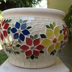 Lindo macetero en mosaico.