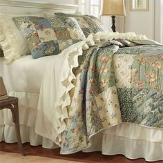 ruffled sheets and bed skirt in ivory piękne kolory
