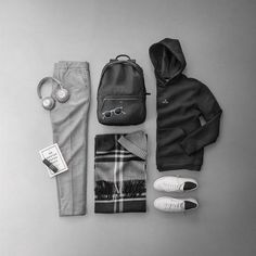 Always comfortable in black, white, and grey. Monochromatic outfit featuring minimalistic black backpack from ISM and hanger hoodier from Holzweiler. New Mens Fashion, Daily Fashion, Fashion Edgy, Geek Fashion, Fashion Sites, Nomad Clothing, Leather Laptop Backpack, Mens Fall, Mens Clothing Styles