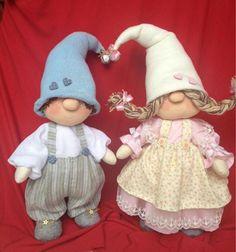 Pin on navidad Christmas Sewing, Christmas Gnome, Christmas Deco, Christmas Crafts, Fabric Toys, Sewing Dolls, Waldorf Dolls, Diy Weihnachten, Diy Doll