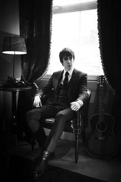 Miles Kane *-* ... I Don't know, but he have a resemblance to Paul McCartney o.o
