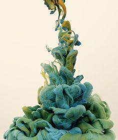 Alberto Seveso, arte maravilhosa! Ele fotografa gotas de tinta quando caem na água e olhem esse efeito!