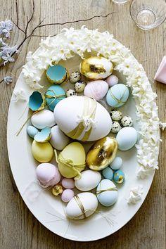 Votre table de Pâques se pare de couleurs pastels avec ces oeufs délicatement peints. Marie Claire, Pastels, Eggs, Food, Diy Easter Decorations, Egg Hunt, Easter Table, Easter, Egg