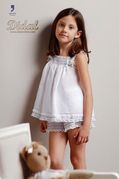 "Modelo ""Carla"" pijama lencero con vainicas en gris"