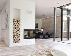 Een geweldige manier om de woonkamer van de keuken te scheiden: een wand met haard! #interiordesign #interieurinspiratie #interieur #interior #interiorstyling