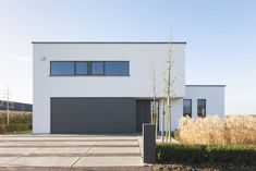 Modern Office Building by LV Architecten (Architecture) Modern Architecture House, Industrial House, House 2, Minimalist Design, Interior And Exterior, Building A House, New Homes, Home And Garden, Facade