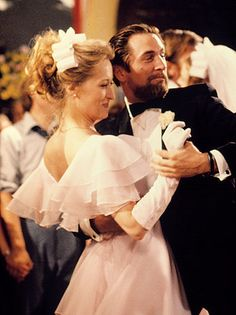 Streep and Robert De Niro in 'The Deer Hunter' (1978). This performance resulted in her first Oscar nomination.