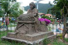 Monumento as Rendeiras na Praça Centrinho da Lagoa - Lagoa da Conceição, Brazil.