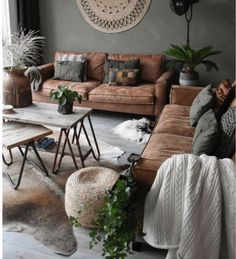 #inspiration #tabledusud #livingroom #bench #leather #sidetable #wood #decorations #interior #home #styling