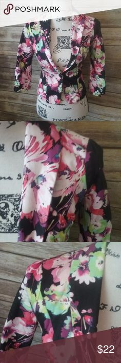 """Candie's Floral Blazer Jacket XS Pretty and vibrant floral blazer, lightly lined.  Made by Candies size XS measures approximately 18"""" long, 14.5"""" underarm to underarm and 17"""" sleeve from shoulder seam. Candie's Jackets & Coats Blazers"""