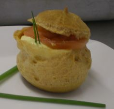Why not make your own filling? Profiteroles Recipe, Smoked Salmon, Hamburger, Eat, Ethnic Recipes, Blog, Hamburgers, Loose Meat Sandwiches