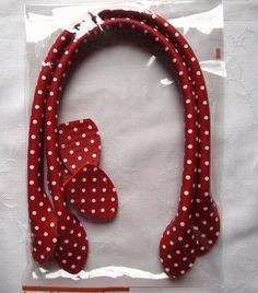 Die Taschengriffe sind rot mit weißen Tupfen. Pro Paket sind 2 Griffe mit 40 cm Länge enthalten. Ich rechne bei mehreren Bestellungen immer das günstigste Porto aus.   **Verwendete Materialien** ...