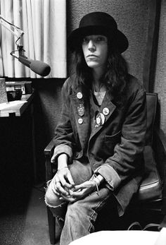 Google Image Result for http://i.huffpost.com/gen/550670/thumbs/r-PATTI-SMITH-STYLE-large.jpg