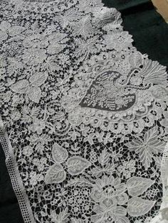 Details about Extraordinary huge length antique hand made Brussels mixed Point… Needle Lace, Bobbin Lace, Lace Ribbon, Lace Fabric, Antique Lace, Vintage Lace, Art Du Fil, Types Of Lace, Fru Fru