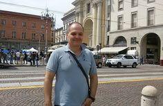 """Yanis:  """"Sono di origine greca e, anni fa, decisi di trasferirmi a Parma per studiare. Mi sono trovato talmente bene che è diventata la mia seconda patria."""""""