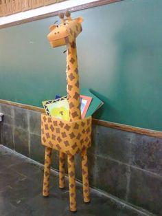 elephant made out of 4 2 liter bottles vacuum vacuum clean Jungle Party, Safari Party, Jungle Theme, Preschool Jungle, Giraffe Crafts, Green Tablecloth, Wild One Birthday Party, Blue Crafts, Green Craft