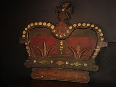 Large carved and painted royal crown pub sign (CARB10028) www.farley.co.uk.