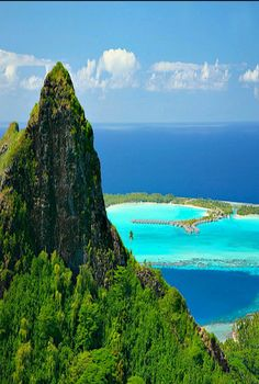 Tahiti Island in French Polynesia Tahiti is the largest island in the Windward group of French Polynesia;...it is NOT on http://www.exquisitecoasts.com/