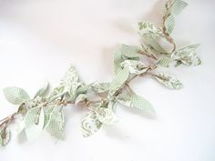 Fabric Leaf Vine Garland  http://twoshadesofpink.blogspot.com/2011/05/fabric-leaf-vine-garland-yes-another.html