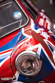 What a lovely paint job! when I have money and my Morris Mini I want to paint it like this!